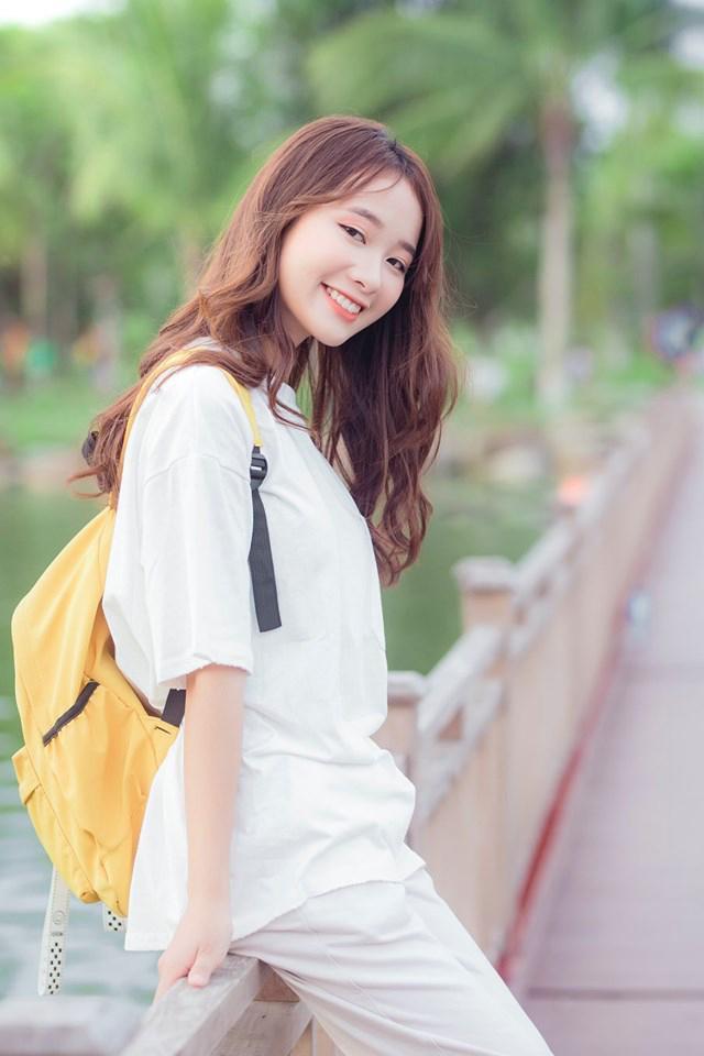 Với Quỳnh Suri, cô bạn coi chụp ảnh là vì đam mê và sở thích. Sở hữu nụ cười tỏa nắng, Quỳnh có thể làm siêu lòng bất cứ ai trong lần đầu gặp mặt.