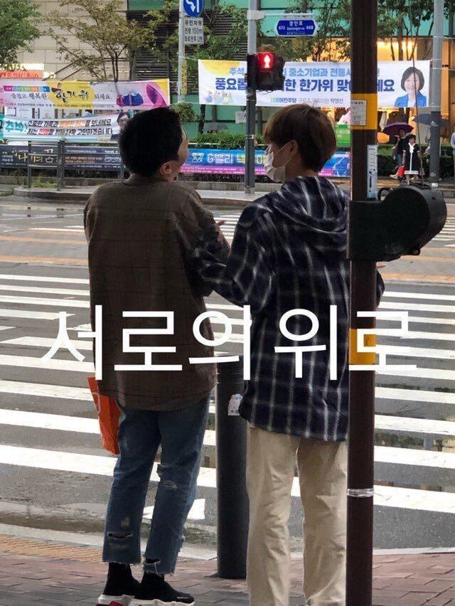 Fan Wanna One sướng rơn: Trưởng nhóm Jisung hí hửng cùng Daehwi đến dự nhạc kịch đầu tay của Minhyun ảnh 2