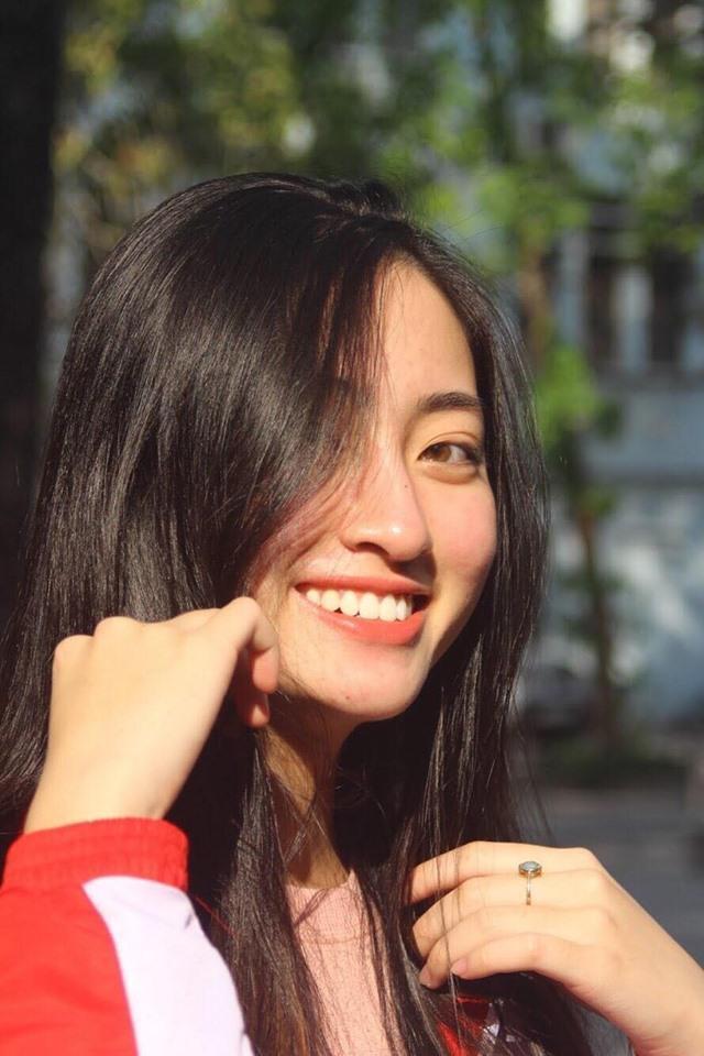 Mặt mộc của Lương Thùy Linh luôn khiến nhiều người ngưỡng mộ bởi quá tự nhiên và xinh đẹp Hoa hậu Lương Thùy Linh xứng đáng với ngôi đệ nhất mỹ nhân mặt mộc Vbiz