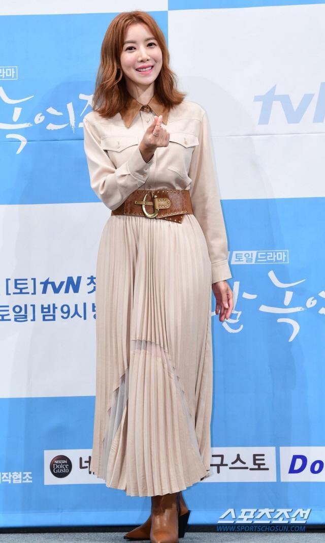 Họp báo Melting Me Softly: Ji Chang Wook nói về tình yêu dành cho Yoon Se Ah, nên chèo thuyền nữ chính hay nữ phụ? ảnh 13