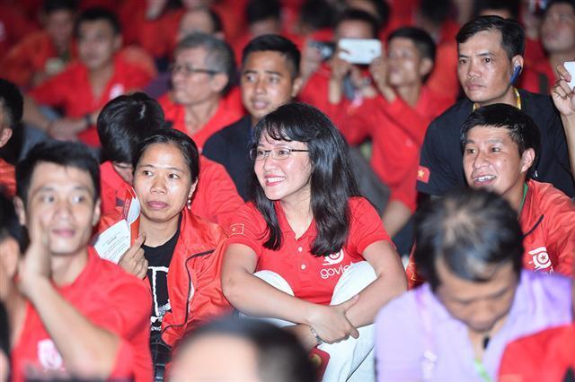 Bà Lê Diệp Kiều Trang trong màu áo Go-Viet.