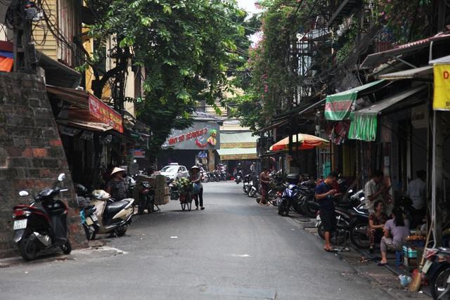 Nối liền với Ô Quan Chưởng là phố Đào Duy Từ, đoạn kéo dài tới phố hàng Buồm cũng nằm trong danh sách dự kiến thành phố đi bộ mới.