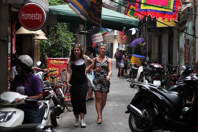 """Trong số các tuyến phố dự kiến trở thành phố đi bộ mới, ngõ Trung Yên là trường hợp đặc biệt bởi ngõ """"siêu hẹp"""" và """"siêu dài"""" (từ phố Gia Ngư đến phố Đinh Liệt)."""