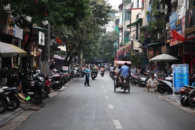 Phố Hàng Bè cũng nằm trong danh sách 8 phố, ngõ dự kiến áp dụng không gian đi bộ mới.