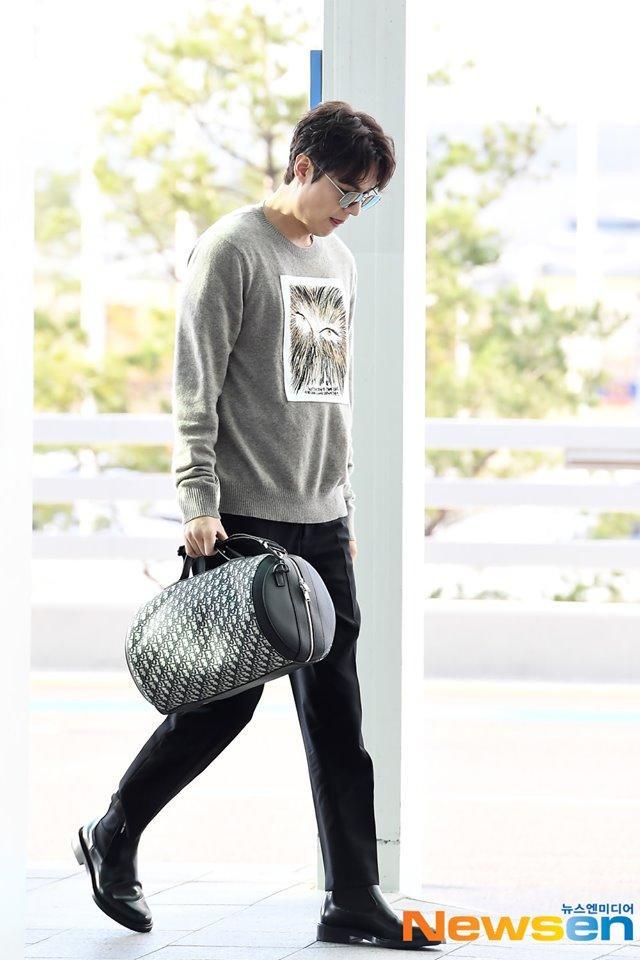 Lee Min Ho sải bước như siêu mẫu khi xuất hiện tại sân bay Incheon, Hàn Quốc