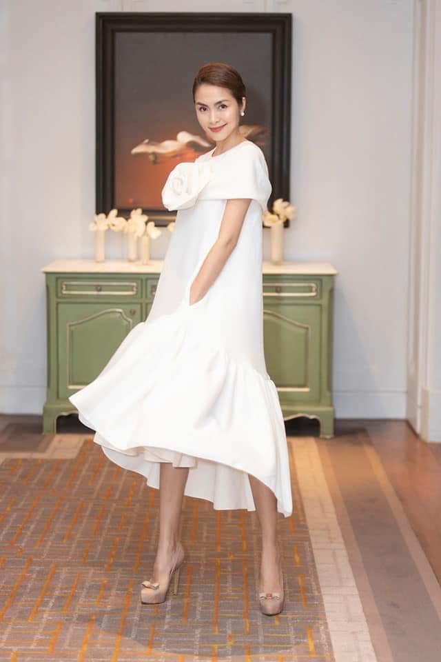 Chọn cho mình chiếc váy suông, giấu nhẹm 3 vòng, người đẹp mang đến nét thanh tao, quyến rũ cực kỳ.