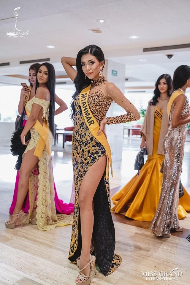 Ngược lại Hoa hậu Myanmar cũng được sự hỗ trợ của Kiều Loan.