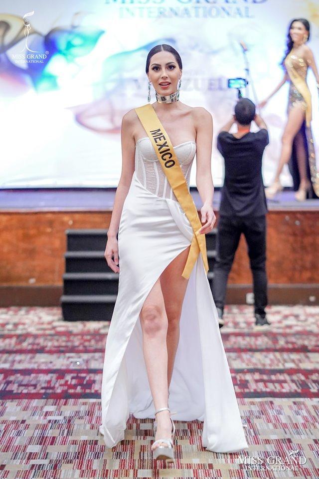 Hoa hậu Mexico rất điềm đạm và thần thái trong suốt quá trình dự thi.