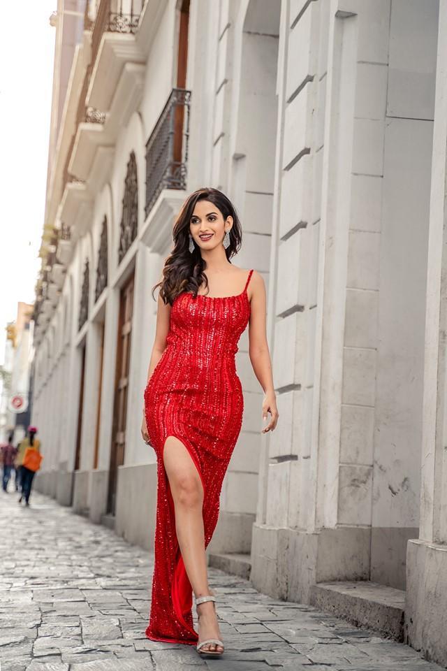 Shivani Jadhav sở hữu nhan sắc quyến rũ.