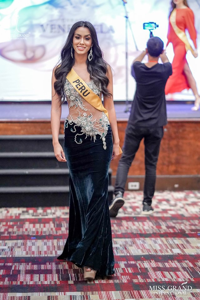 """Miss Grand International đang hướng tới thị trường châu Mỹ """"béo bở""""đặc biệt là Mỹ Latinh nên việc một cô gái của châu lục này đăng quang là điều rất có thể xảy ra và Peru là một ứng viên hội tụ đủ yếu tố để làm nên chuyện năm nay."""
