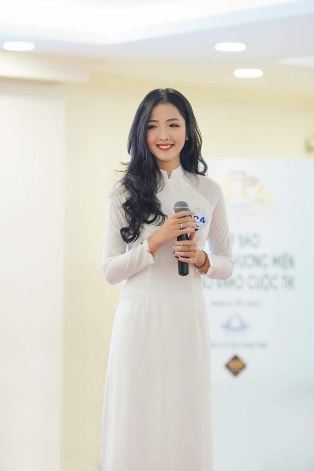 Sở hữu dáng người thanh mảnh, thân hình cân đối, gương mặt khả ái cùng khả năng catwalk điêu luyện, Khánh Ly giành trọn tình cảm của khán giả và ban giám khảo.