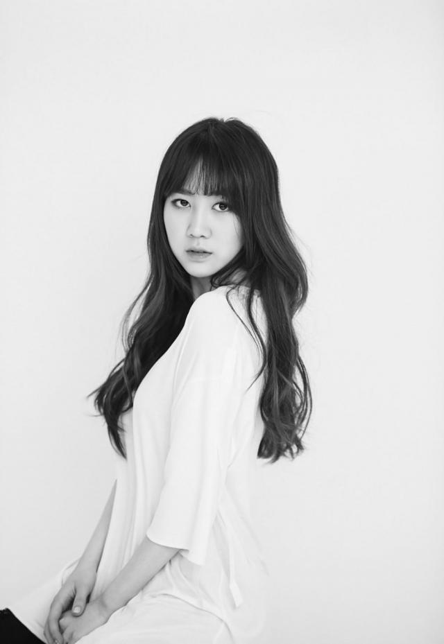Ngoài ca hát Park Jimin còn là MC dẫn chương trình tài năng.