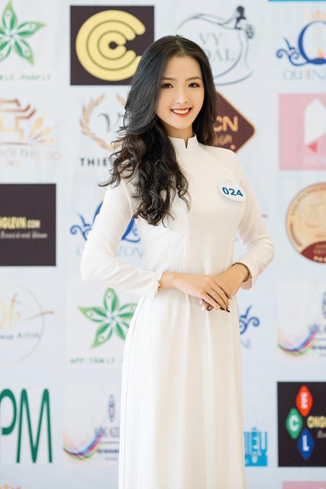 Được biết, song song với thời gian làm quen với môi trường mới tại ĐH Hà Nội và tham dự cuộc thi Glorious HANU 2019, Nguyễn Khánh Ly còn tham dự cuộc thi Hoa khôi Thủ đô Hà Nội 2019.