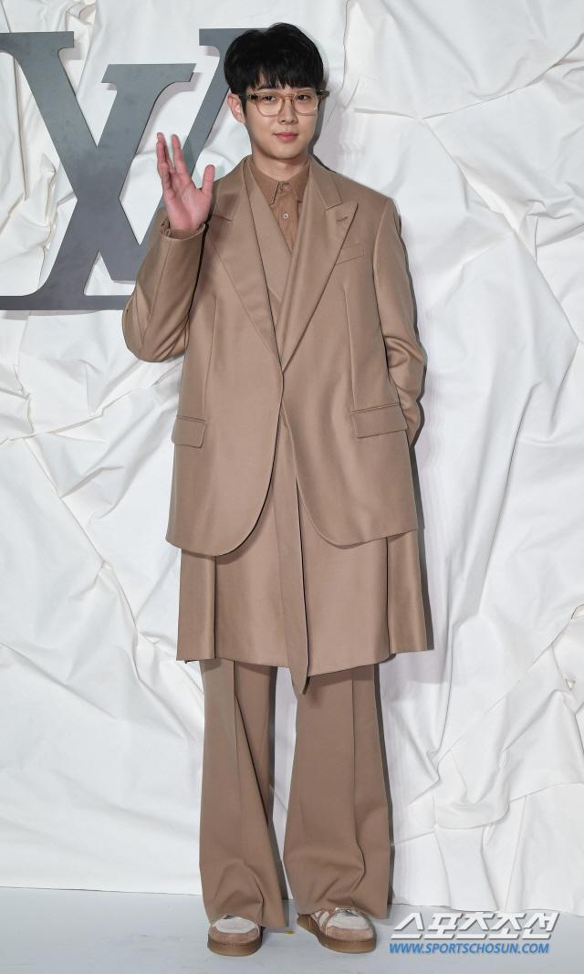 Màn đọ sắc đỉnh cao của Gong Yoo  Jung Woo Sung, Cha Eun Woo (Astro) và Sehun (EXO) tại sự kiện ảnh 13