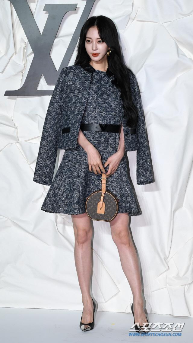 Thần thái chị đại Han Ye Seul áp đảo Địch Lệ Nhiệt Ba và Jessica Jung tại sự kiện ảnh 2