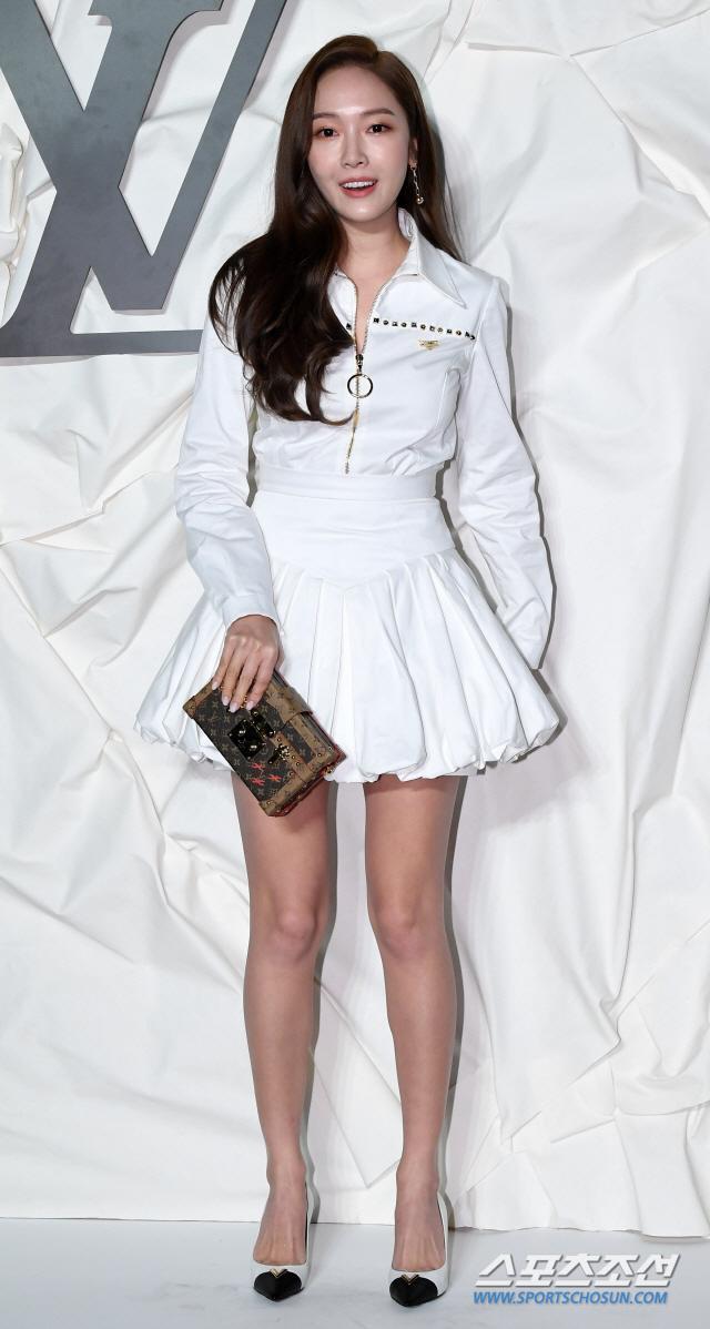 Thần thái chị đại Han Ye Seul áp đảo Địch Lệ Nhiệt Ba và Jessica Jung tại sự kiện ảnh 10