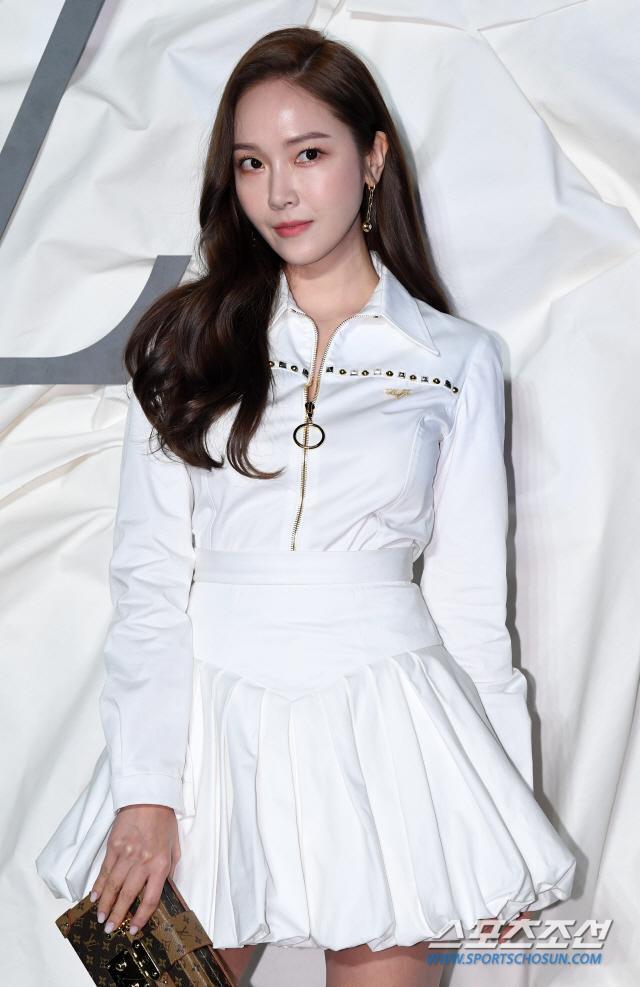 Thần thái chị đại Han Ye Seul áp đảo Địch Lệ Nhiệt Ba và Jessica Jung tại sự kiện ảnh 11