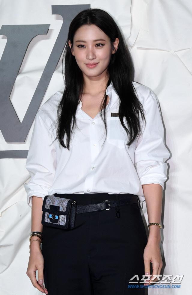 Thần thái chị đại Han Ye Seul áp đảo Địch Lệ Nhiệt Ba và Jessica Jung tại sự kiện ảnh 14