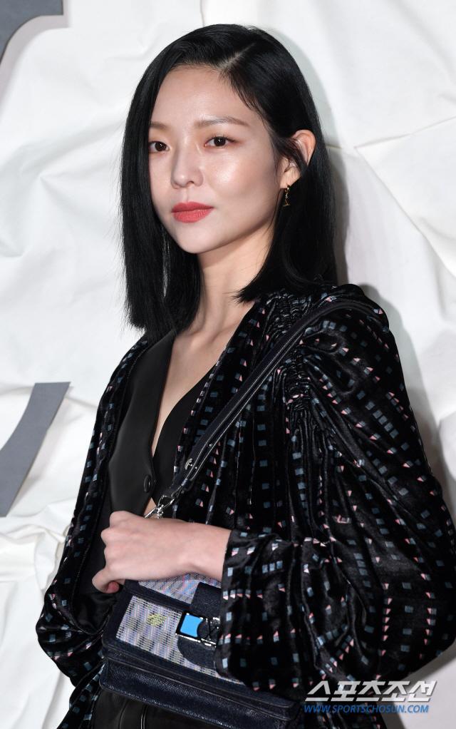 Thần thái chị đại Han Ye Seul áp đảo Địch Lệ Nhiệt Ba và Jessica Jung tại sự kiện ảnh 16