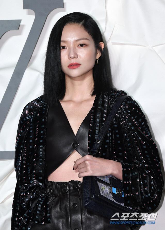Thần thái chị đại Han Ye Seul áp đảo Địch Lệ Nhiệt Ba và Jessica Jung tại sự kiện ảnh 17