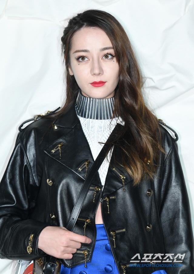 Thần thái chị đại Han Ye Seul áp đảo Địch Lệ Nhiệt Ba và Jessica Jung tại sự kiện ảnh 5
