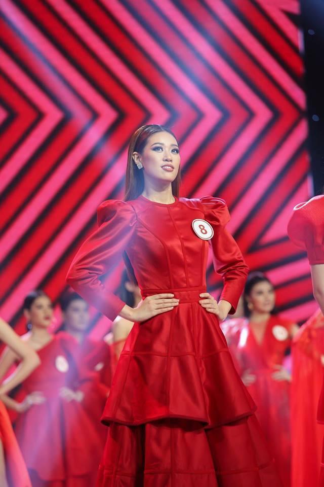 Kết quả chung cuộc, cô nàng ghi tên mình với danh hiệu giải Bạc Siêu mẫu Việt Nam 2018 trong tiếng vỗ tay, chúc mừng của đông đảo khán giả.