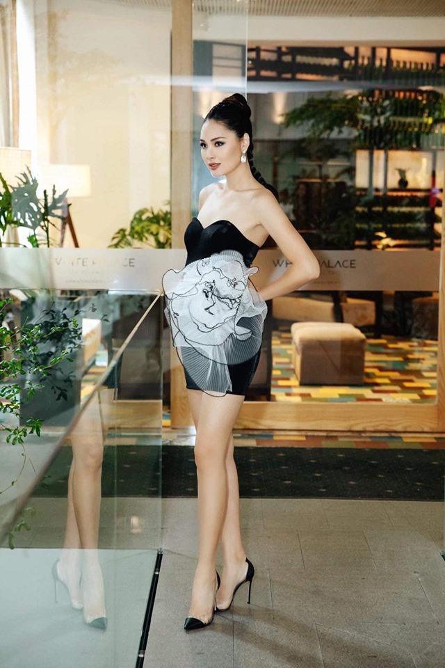 Ở độ tuổi trưởng thành, người đẹp sinh năm 1987 - Hương Giang sở hữu chiều cao nổi bật 1m80 cùng nhan sắc xinh đẹp, đậm chất Á đông. Cô từng tham gia Miss World 2009.