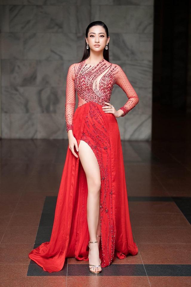 """Nhiều nhận xét gương mặt của Lương Thùy Linh khá phù hợp với sàn catwalk, cộng với chiểu cao như siêu mẫu cô có thể dễ dàng """"đá sân""""."""