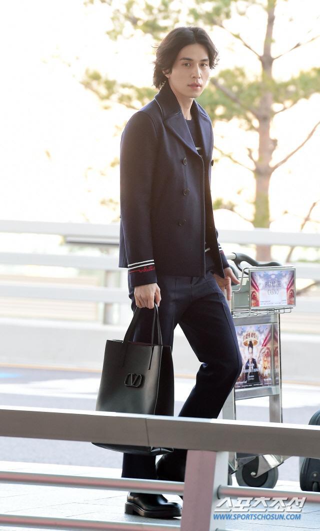 Phá vỡ hình ảnh thần chết, Lee Dong Wook khiến dân tình vote đóng Joker bản Hàn Quốc ảnh 8