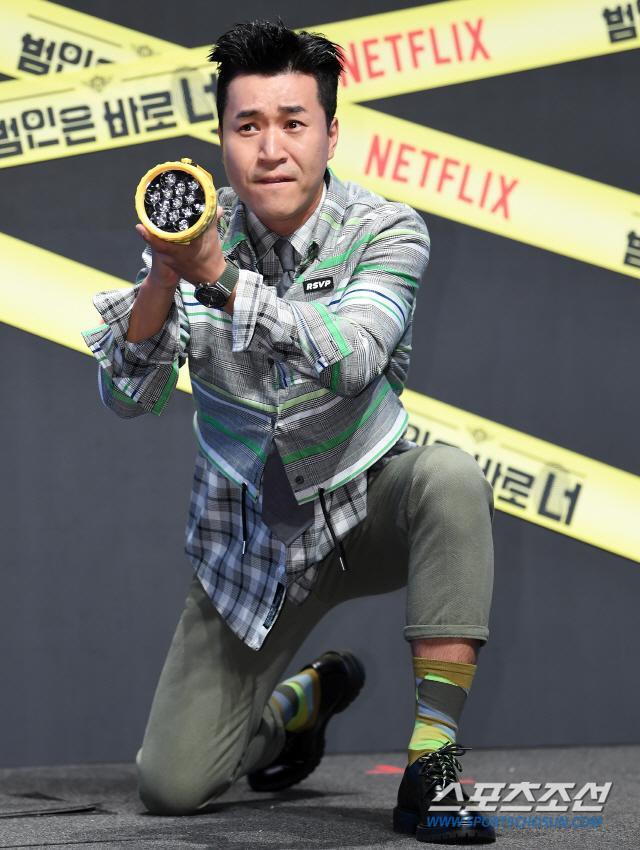 Họp báo Busted 2!: Park Min Young đẹp quyến rũ bên Sehun (EXO) và Lee Seung Gi ảnh 13