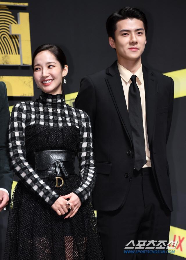 Họp báo Busted 2!: Park Min Young đẹp quyến rũ bên Sehun (EXO) và Lee Seung Gi ảnh 17