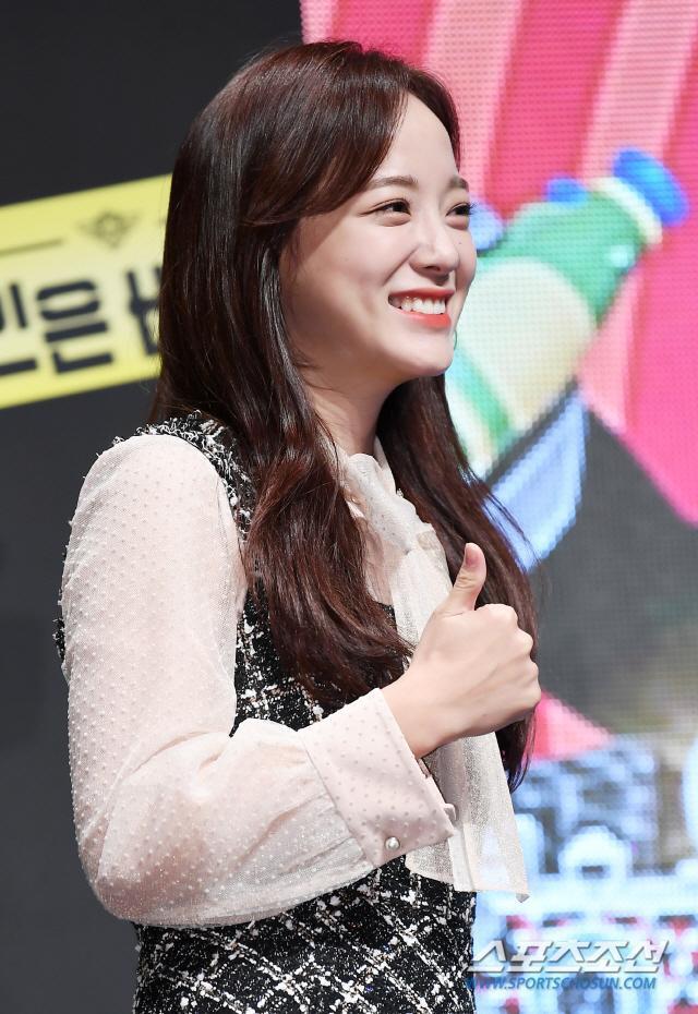 Họp báo Busted 2!: Park Min Young đẹp quyến rũ bên Sehun (EXO) và Lee Seung Gi ảnh 16