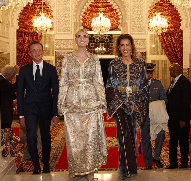 Sự xuất hiện của Ái nữ Donald Trump khiến cả cung điện hoàng gia bừng sáng, Ivanka đẹp lấn át cả công chúa Morocco khi đi bên cạnh