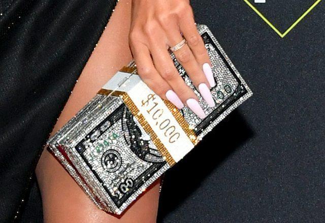 Dàn mỹ nữ nhà Kardashians khoe trên hở dưới chặt đẹp thảm đỏ Peoples Choice Awards ảnh 7