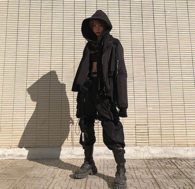 Ái Nguyên được đông đảo mọi người biết đến là một trong những cô gái mặc theo phong cách thời trang Techwear - trang phục công nghệ. Tức là những trang phục này đều sử dụng những công nghệ tiên tiến về cả chất liệu, kĩ thuật để tạo nên. Những bộ đồ không chỉ có khả năng giữ ấm vào những ngày đông, khô ráo vào những ngày mưa, thoải mái vào những ngày trời trái gió trở trời, mà còn có một thiết kế được đầu tư hết sức nghiêm túc, lựa chọn kĩ lưỡng về mặt chất liệu, và tối giản.