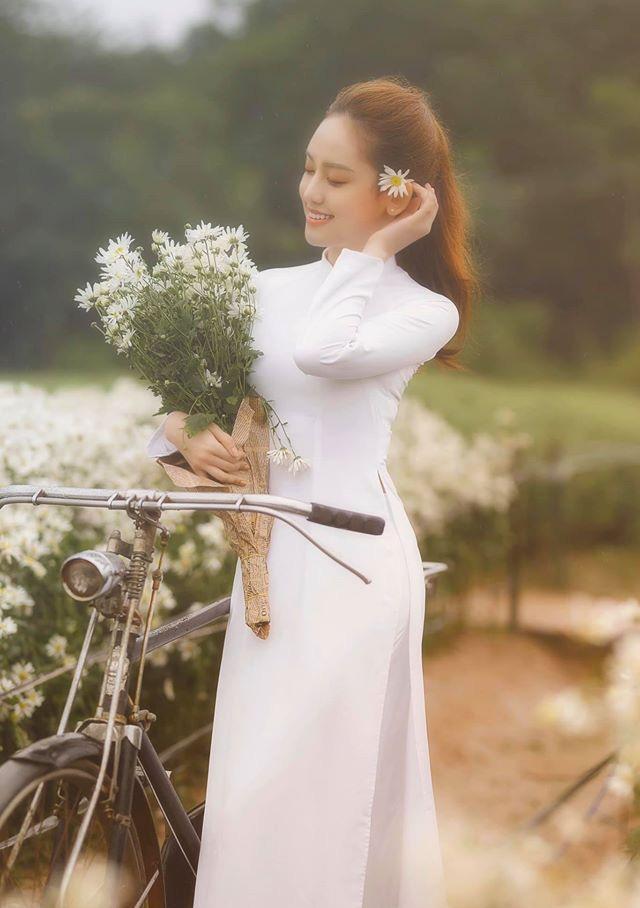 Hotgirl Thúy Vi ra tận Hà Nội để chụp hình cùng cúc họa mi và cái kết với bộ ảnh đẹp mơ màng ảnh 1