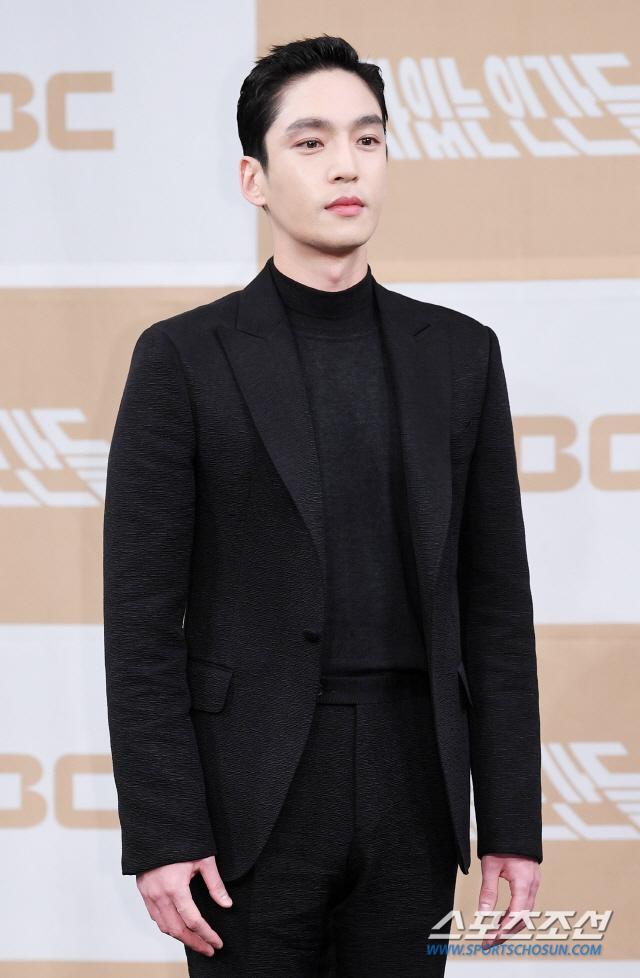 Họp báo Love With Flaws: Ahn Jae Hyun đẹp đôi bên Oh Yeon Seo, xin lỗi về vụ ly hôn với Goo Hye Sun ảnh 21
