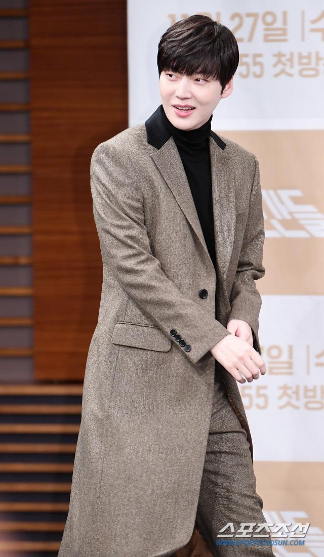 Họp báo Love With Flaws: Ahn Jae Hyun đẹp đôi bên Oh Yeon Seo, xin lỗi về vụ ly hôn với Goo Hye Sun ảnh 6