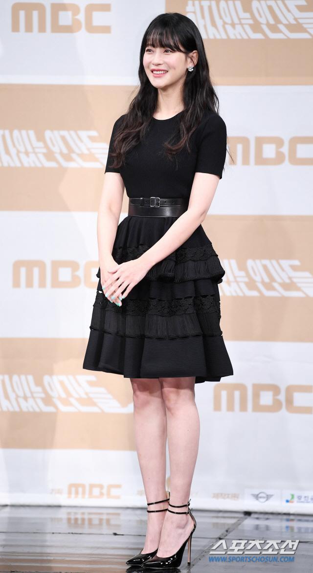 Họp báo Love With Flaws: Ahn Jae Hyun đẹp đôi bên Oh Yeon Seo, xin lỗi về vụ ly hôn với Goo Hye Sun ảnh 19