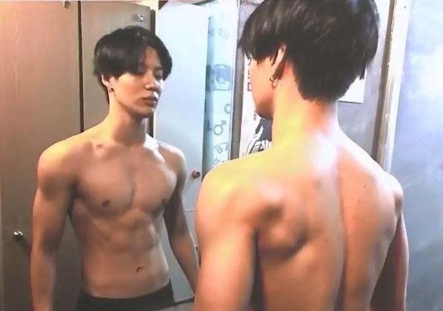 Anh chàng đã tập gym để có được body hiện tại.