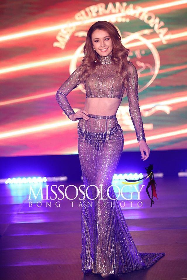 Hoa hậu Costa Rica lộ cả nội y.