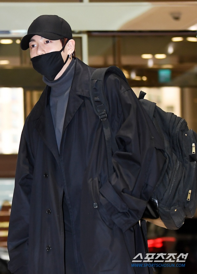 Dàn mỹ nam BTS, EXO, NUEST cùng Winner đổ bộ sân bay ảnh 5