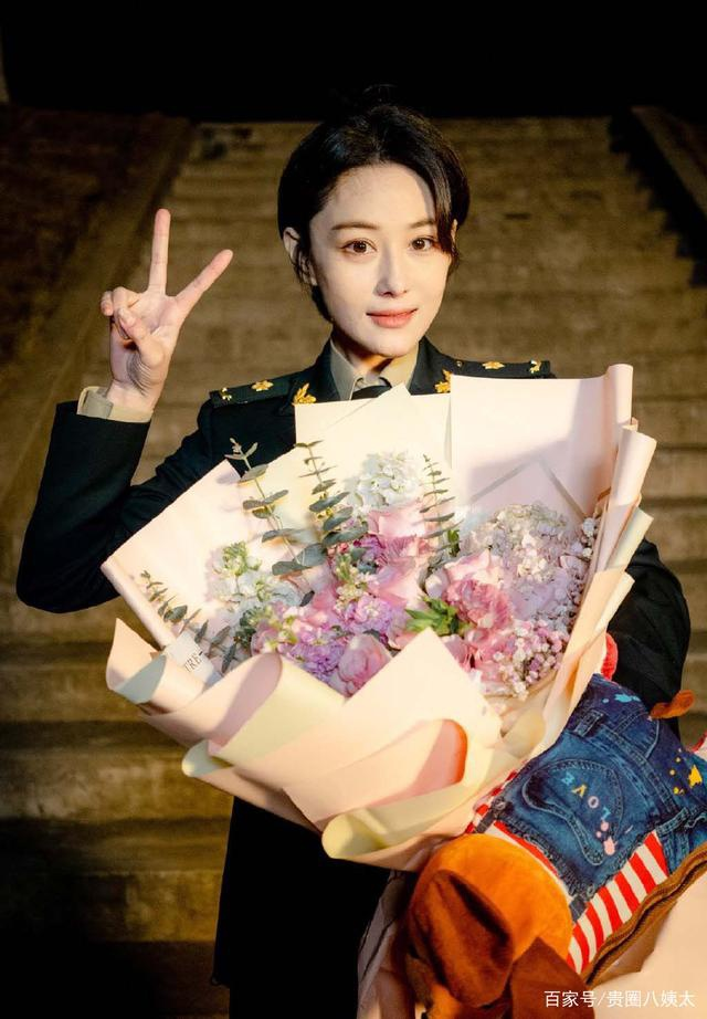 Trương Hinh Dư điển trai nói lời chào tạm biệt với nhân vật trong tạo hình quân trang ảnh 5