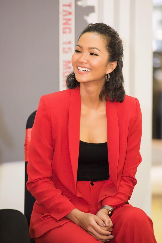 Những sao Việt thành công và kiếm tiền giỏi nhất năm 2019 ảnh 12