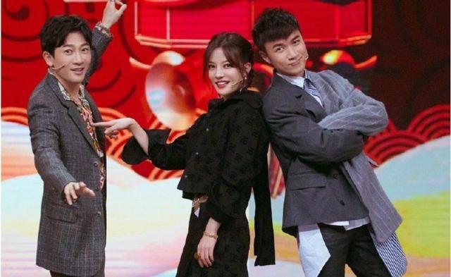 Triệu Vy, Tô Hữu Bằng, Cổ Cự Cơ xuất hiện trong chương trình Vương Bài Đối Vương Bài