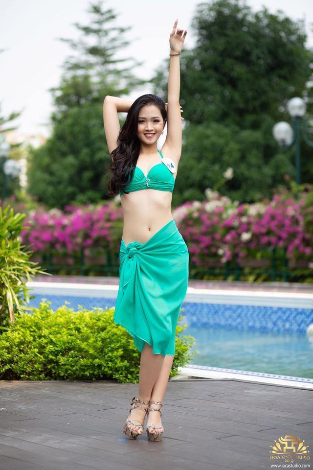 Khác với hình ảnh chững chạc trên sân khấu, ngoài đời thường, Khánh Linh luôn nổi bật với phong cách trẻ trung, xinh đẹp và không kém phần cá tính.