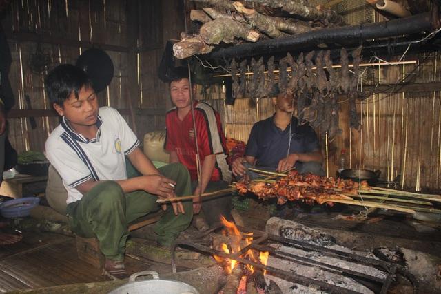 Những con chuột sau khi bắt về được gác bếp hàng năm trời mà không bị hư hỏng.