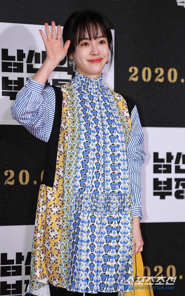 Han Ji Min đụng độ chiếc váy giá 63 triệu với Irene (Red Velvet): Ai tạo nên sự rung cảm? ảnh 4