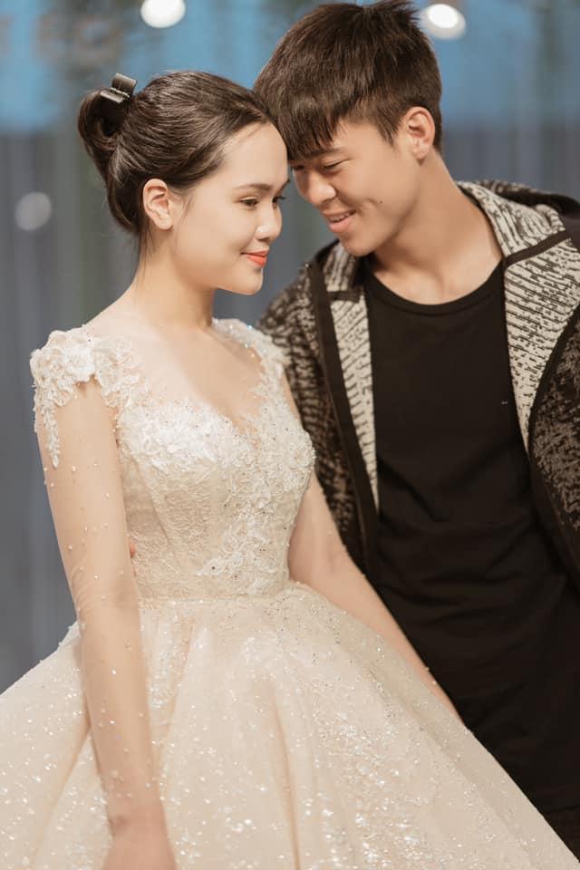 Duy Mạnh  Quỳnh Anh tung ảnh cưới nhắng nhít với áo cầu thủ ảnh 6