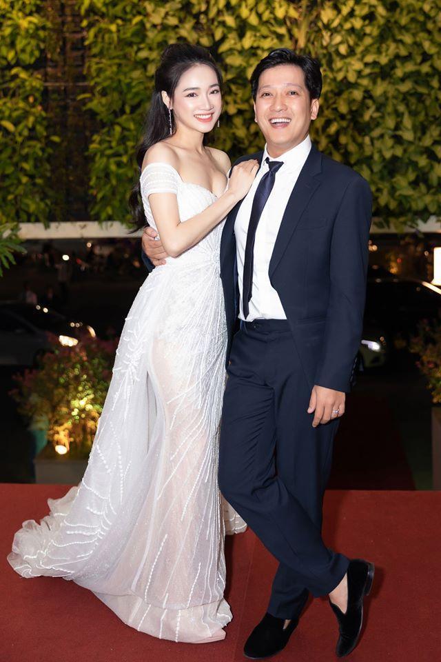 Trường Giang và Nhã Phương được biết đến là cặp vợ chồng giản dị và được khán giả dành sự quan tâm đặc biệt nhất nhì showbiz Việt.